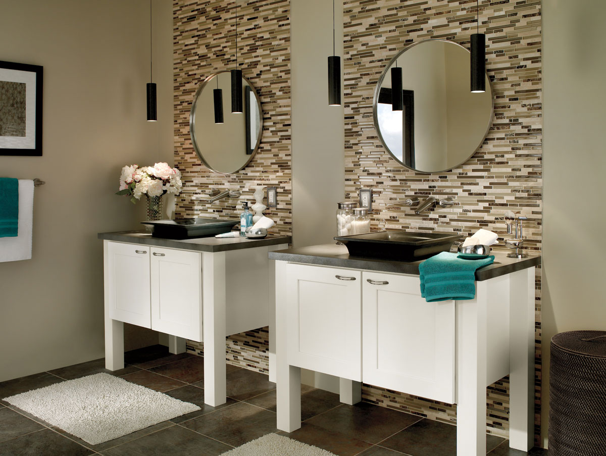 Waypoint Bathroom Style 650 in Painted Linen