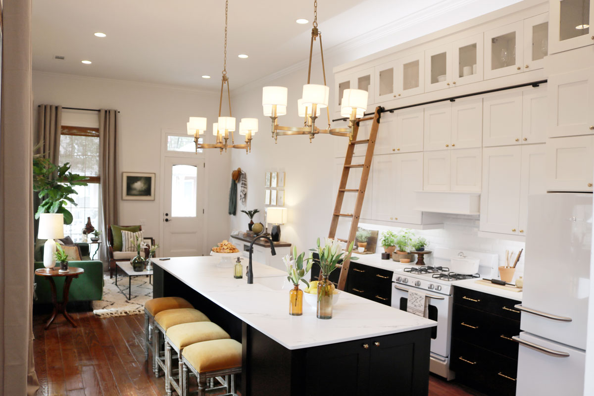Waypoint Kitchen Style 650S in Painted Linen / Maple Espresso