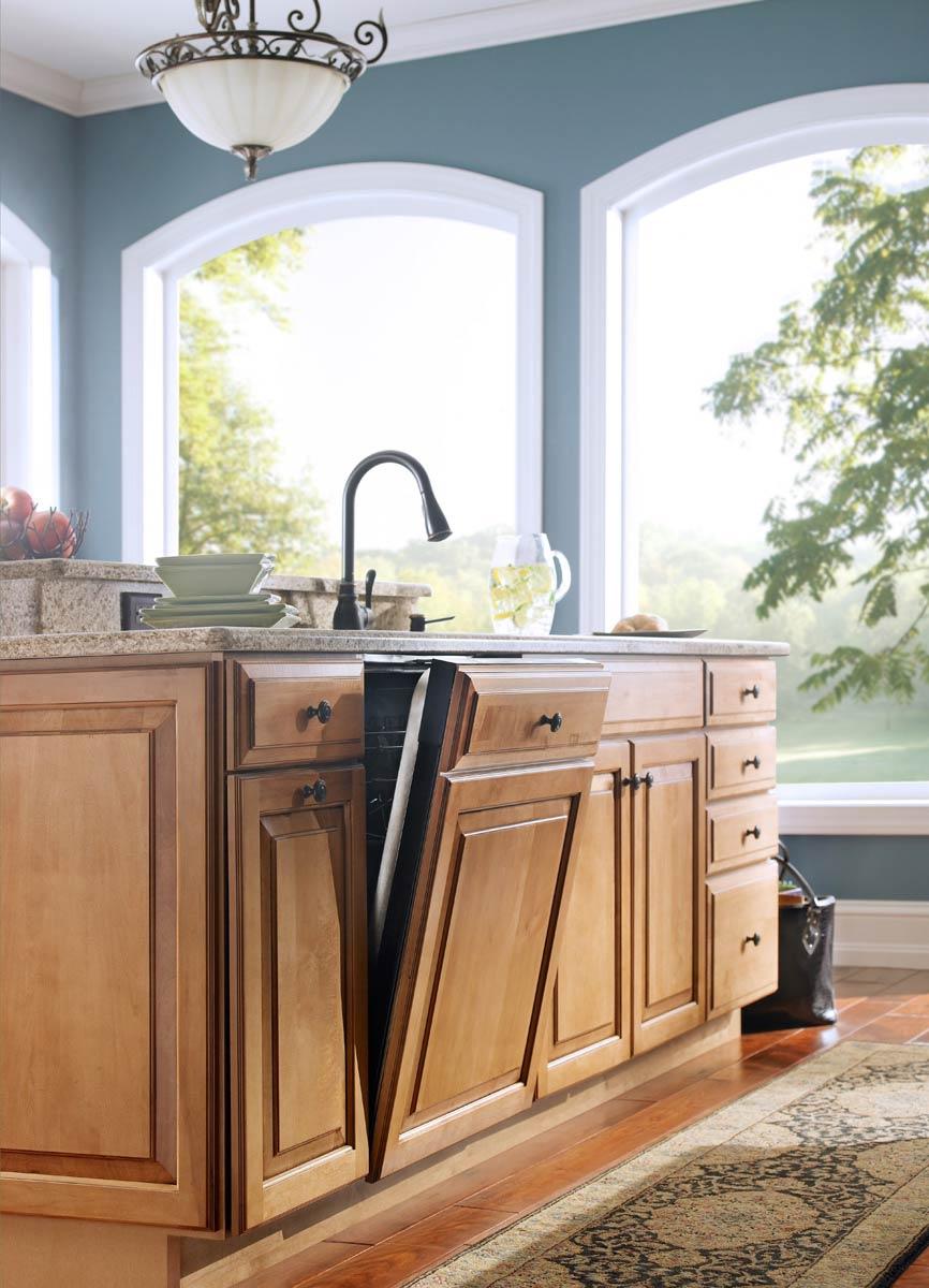 Waypoint Kitchen Style 610D in Maple Mocha Glaze