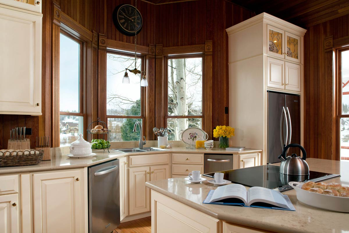 Waypoint Kitchen Style 610D in Painted Butterscotch Glaze
