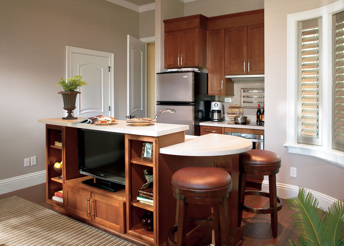 Waypoint Kitchen Style 630 in Cherry Chocolate Glaze