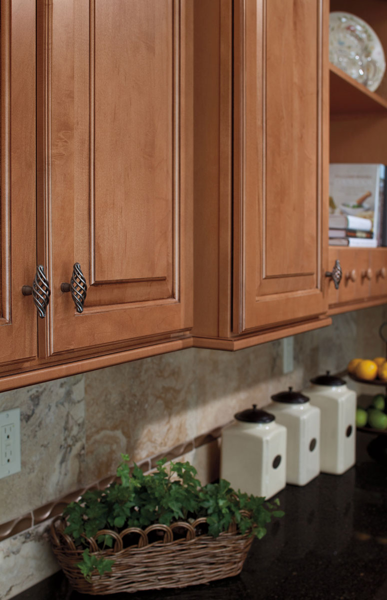 Waypoint Kitchen Style 610 in Maple Mocha Glaze