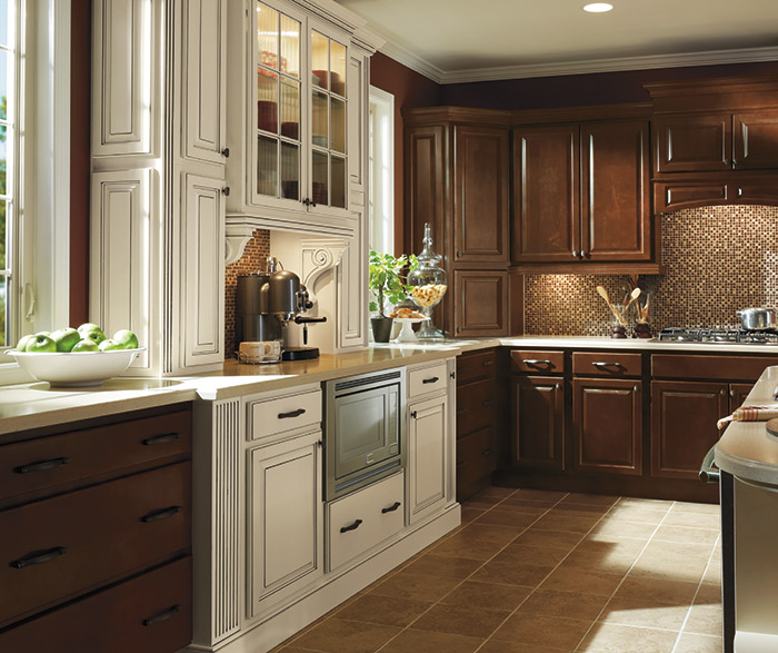 The Dark Finish Of These Maple Kitchen Cabinets Is Simple And Classic,  While The Ivory With Cocoa Glaze Picks Up The Details Of The Heritage Door  Style.