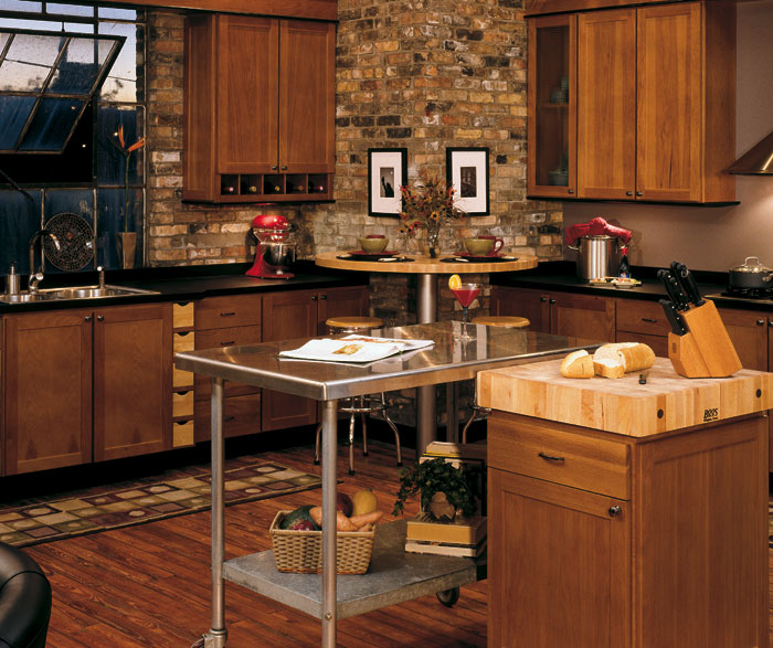 Hickory kitchen cabinets casa amazonas lancaster for Amazon kitchen cabinets