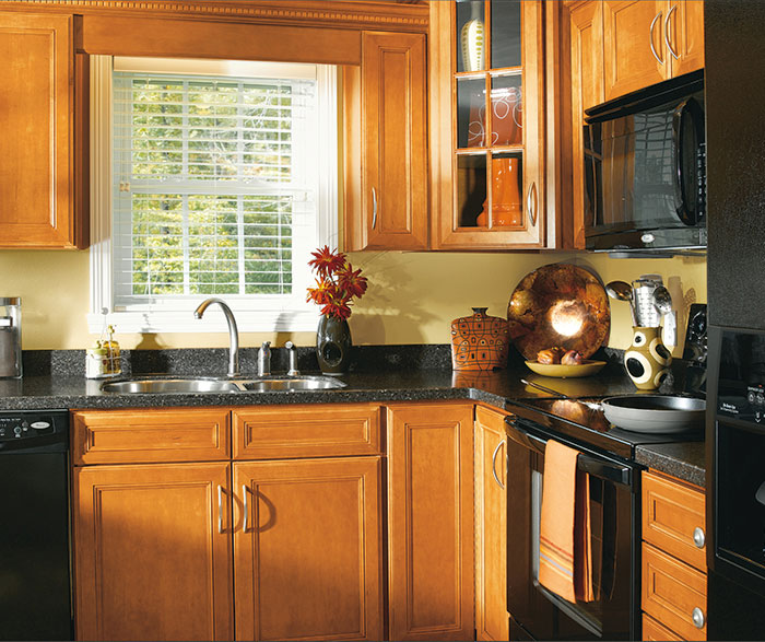 Maple Wood Cabinets In Traditional Kitchen 3 Casa Amazonas Lancaster California