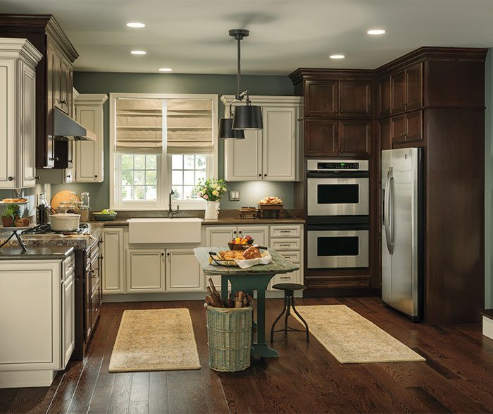 Rustic_kitchen_with_contrasting_finishes_3